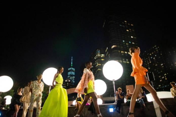 new-yorker-modewoche:-optimismus-und-mode-unter-freiem-himmel